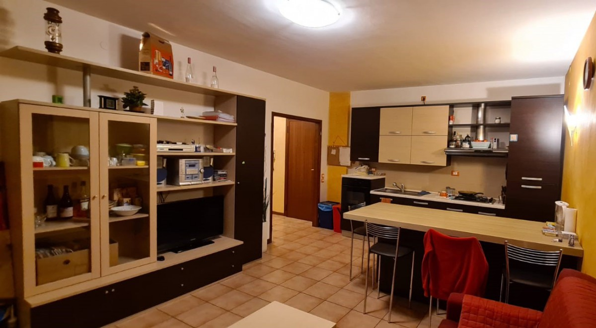 ARCELLA (Sant'Antonino) - Appartamento ultimo piano con 3 camere ristrutturato