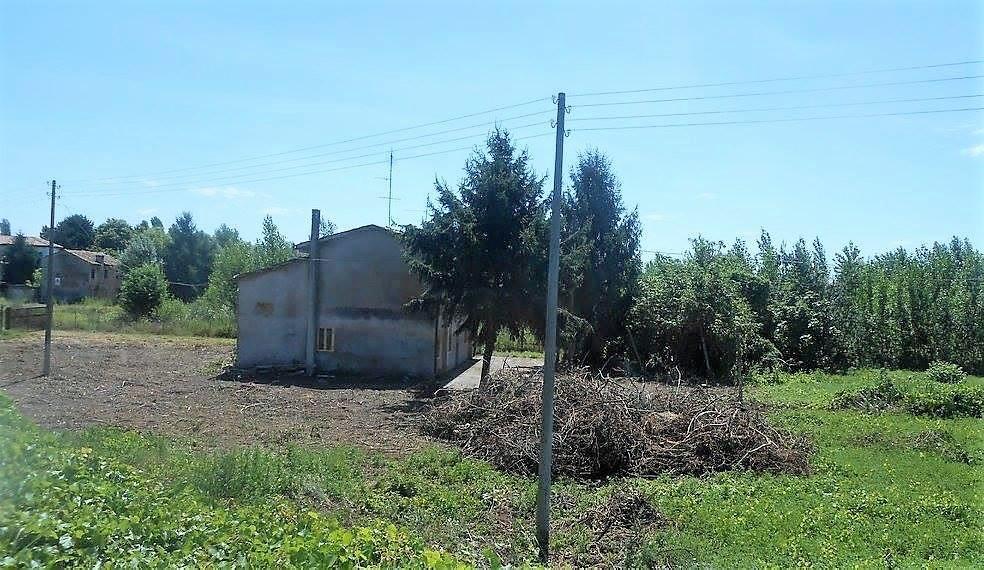 SANT'URBANO - RUSTICO con 1 campo di terreno agricolo